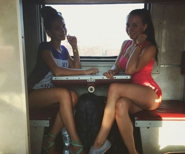 Russian Girls On The Train (19 pics)