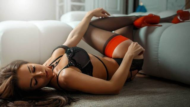 Very Hot Girls In Lingerie (33 pics)