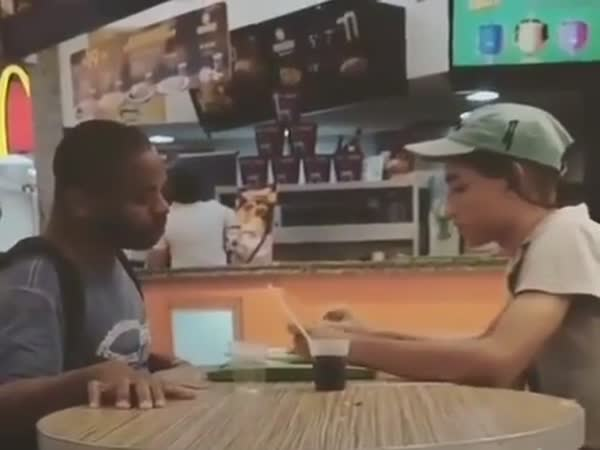 This Girl Used Her Break To Help A Disabled Customer Eat His Meal