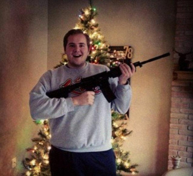 Americans And Their Weapons On Christmas (15 pics)