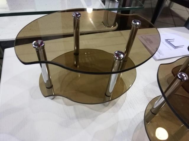 A Tiny Table (4 pics)