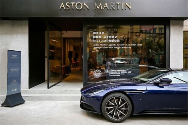 Not The Best Place For Aston Martin Store (3 pics)