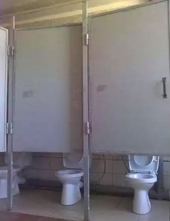The Worst Toilets Ever (17 pics)