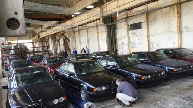 11 Brand New 1994 BMW 5 Series (E34) Found In An Abandoned Warehouse In Bulgaria (5 pics)