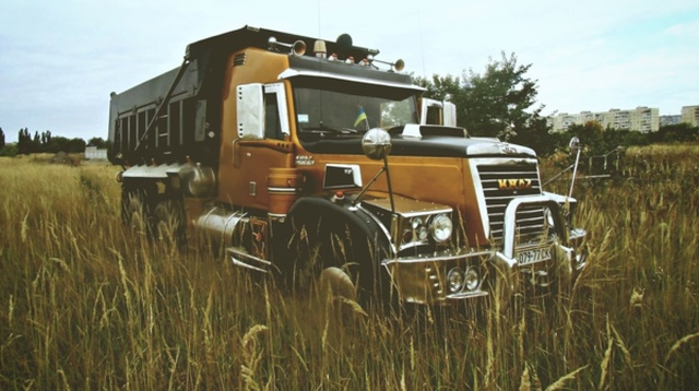 Old Russian Truck Gets A New Look (42 pics)