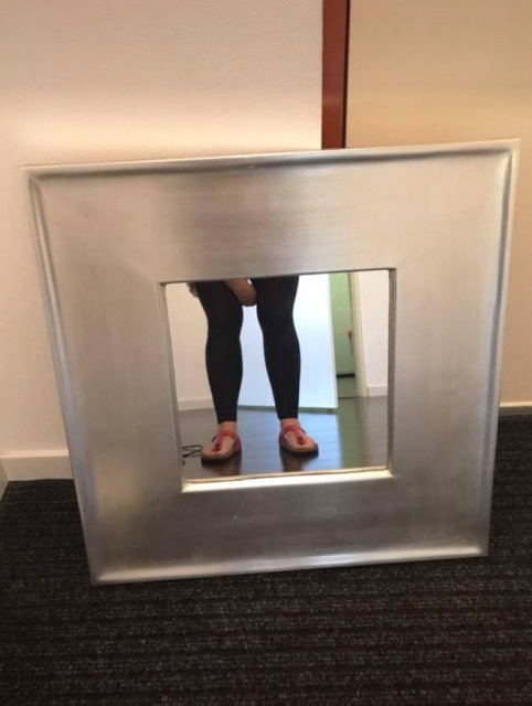 People Who Are Trying To Sell Mirrors Look Funny (20 pics)