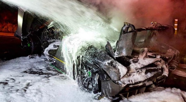 McLaren Senna Suddenly Catches Fire in LA (8 pics)