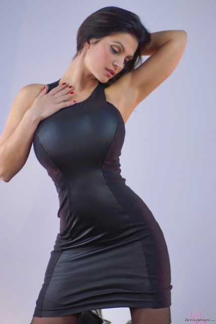 Girls In Tight Dresses (32 pics)