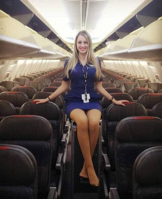 Cute Flight Attendants (29 pics)