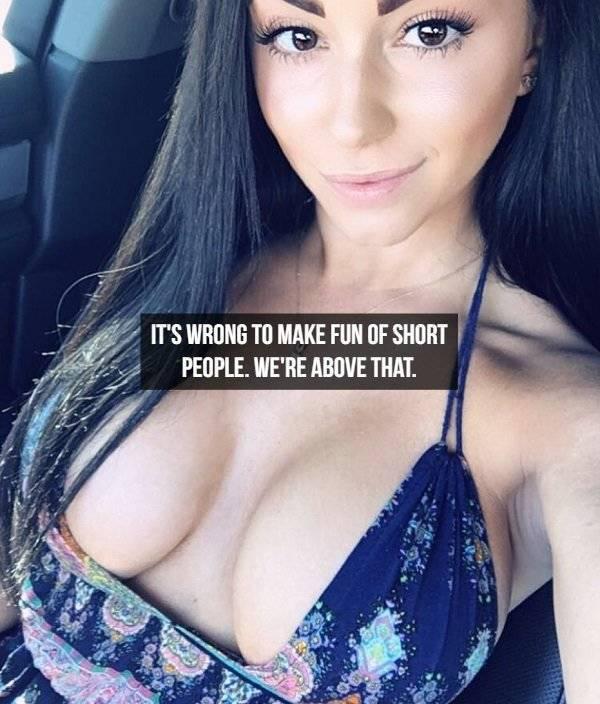 Hot Girls And Jokes (24 pics)