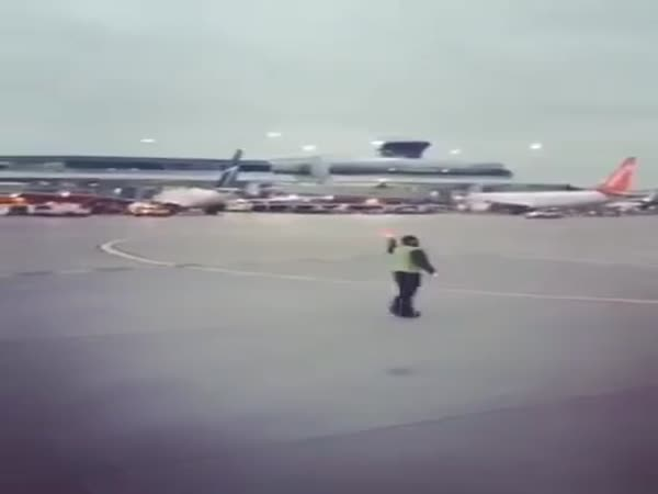 Toronto Airport Worker Adds Some Dance Moves To His Job