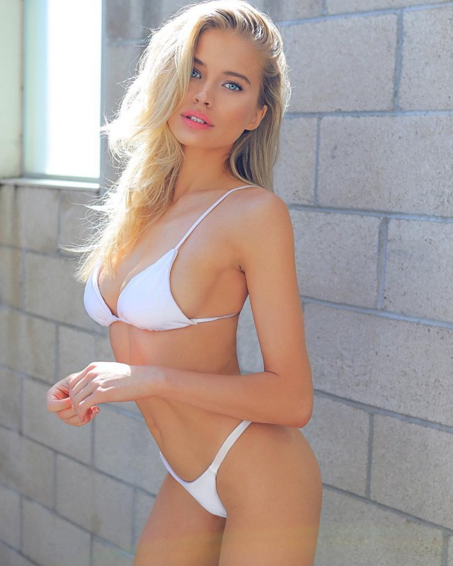 Girls In White Swimsuits (27 pics)