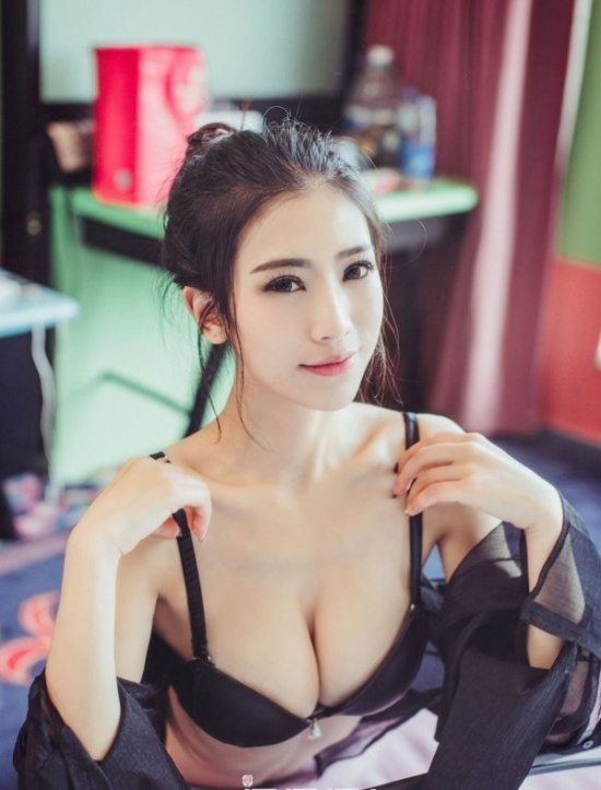 Asian Girls (25 pics)