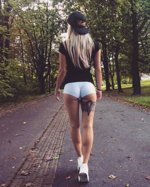 Girls With Long Legs (30 pics)