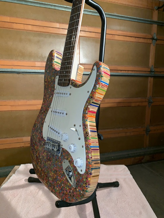 Guy Spends $500 To Build A Custom Guitar Out Of 1,200 Pencils (25 pics)