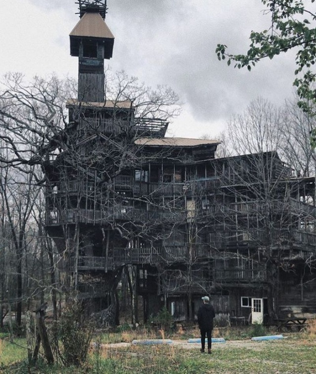 Tennessee 10-Story Tree House With 80 Rooms (11 pics)