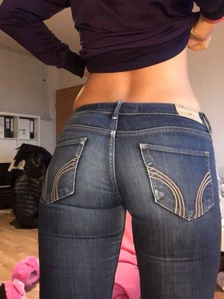 Girls In Tight Jeans (51 pics)