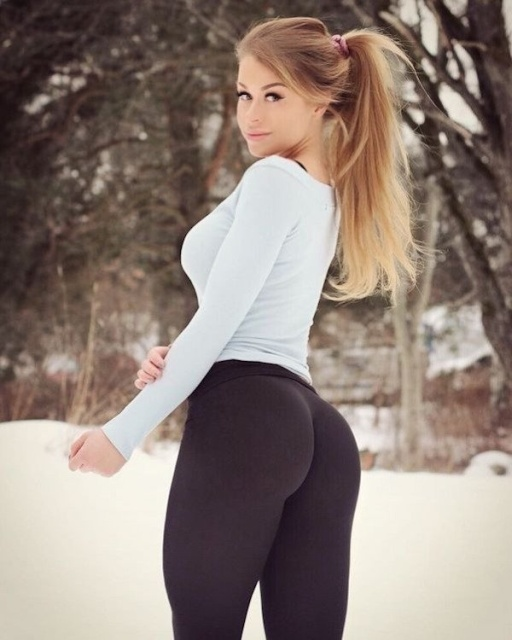 Girls In Yoga Pants (27 pics)