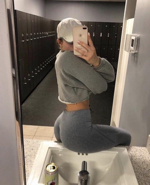 Girls In Yoga Pants (27 pics)