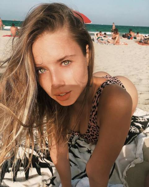 Pretty Russian Girls (23 pics)