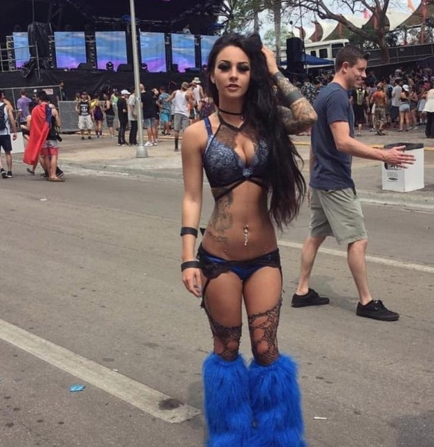 Hot Festival Girls (24 pics)
