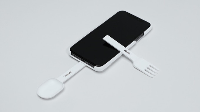 Sphoon_phork: Turn Your Smartphone Into A Spoon Or Fork (6 pics)