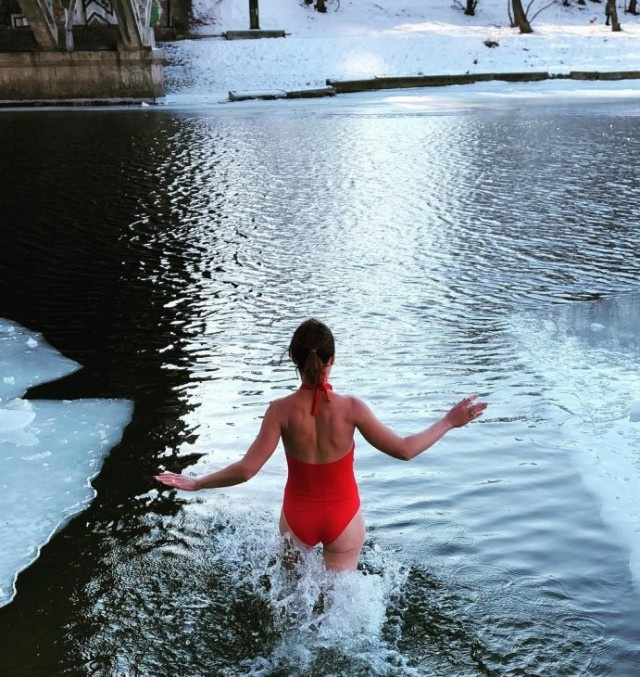 Ice Swimming In Russia. Hot Girls Edition (30 pics)