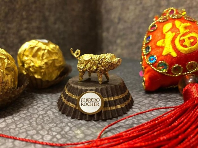 Chinese Artist Creates Tiny Sculptures Using Ferrero Rocher Packaging (22 pics)