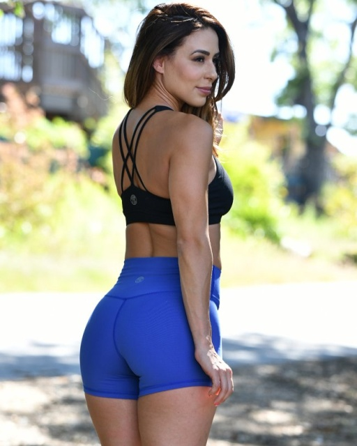 Girls In Workout Shorts (41 pics)