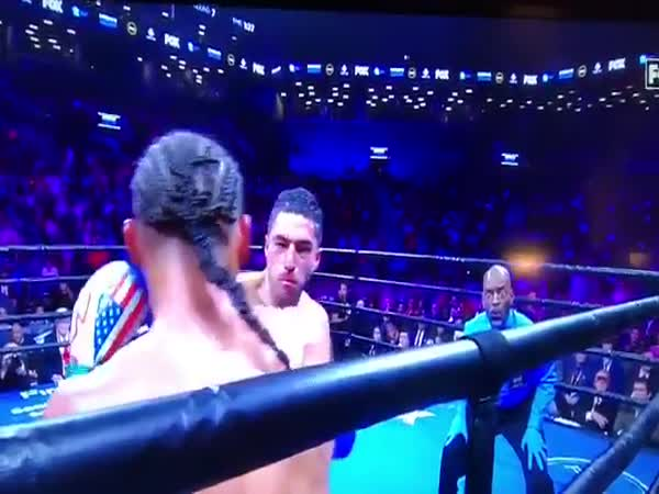 Boxing Referee With A Perfect Reaction To The Situation