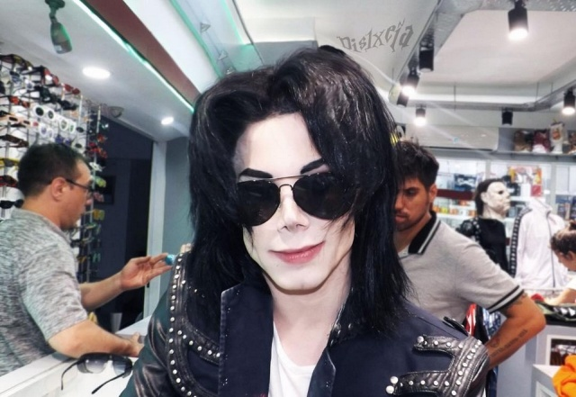 This Guy Spends Over $28,000 To Look Like Michael Jackson (8 pics)