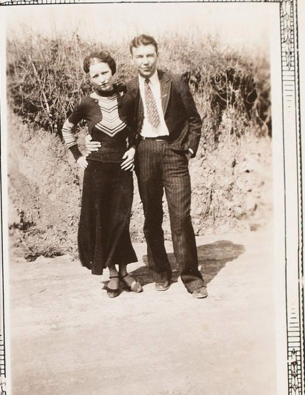 Bonnie and Clyde's Never-Before-Seen Photo Album (6 pics)