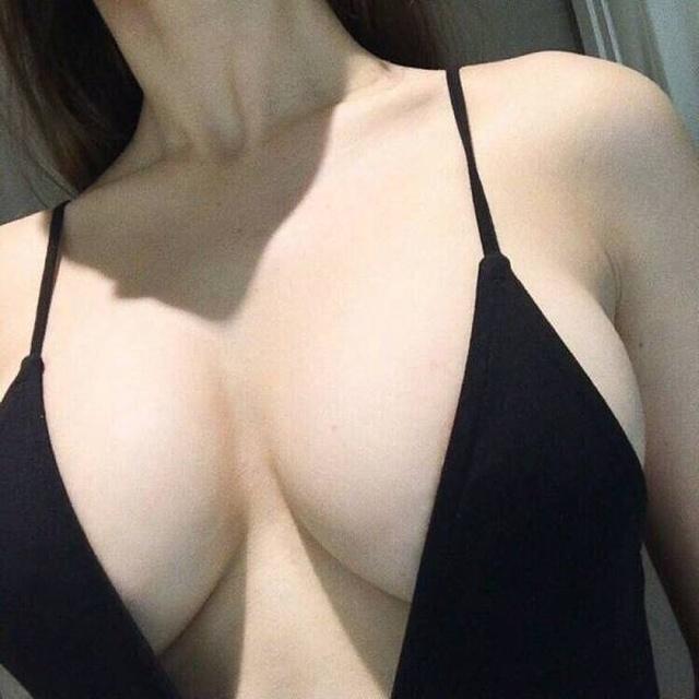 Hot Busty Girls (51 pics)