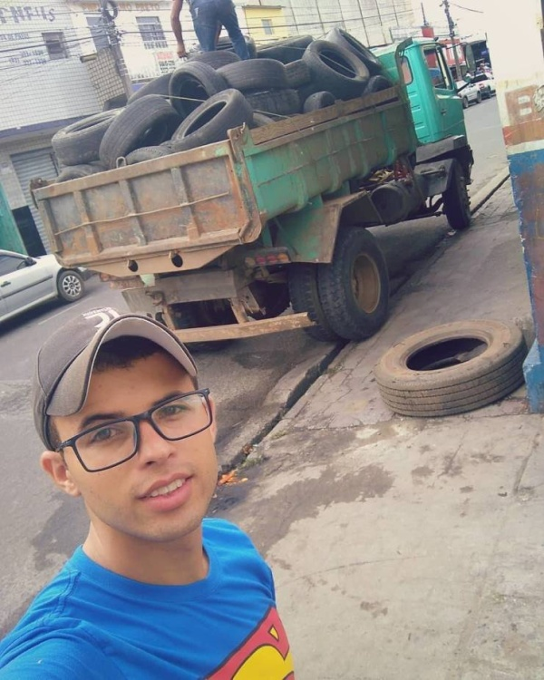 Brazilian Guy Finds The Perfect Use For Discarded Old Tires (10 pics)