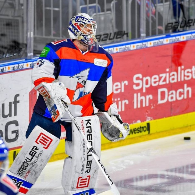 German Hockey Players Come Out In Uniform With A Design Painted By Children (6 pics)