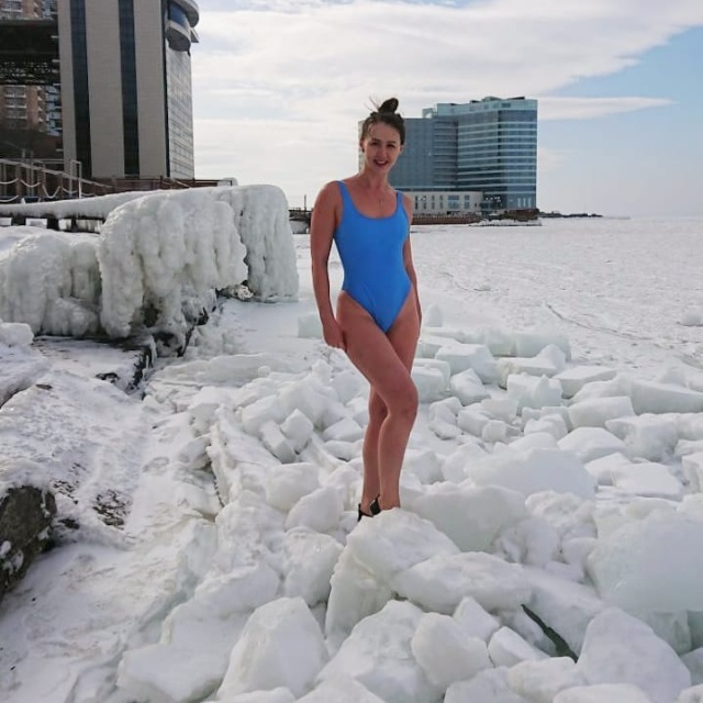 Russian Girl Who Loves Ice (9 pics)