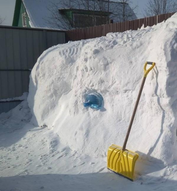 Snow House (8 pics)