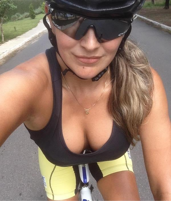 Hot Bicycle Girls (24 pics)