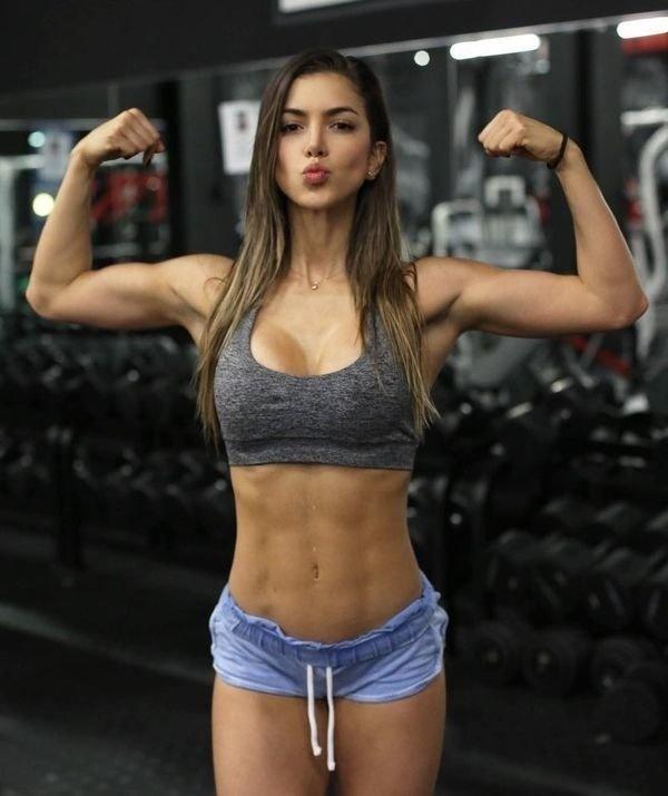 Girls In Sports Bras (30 pics)