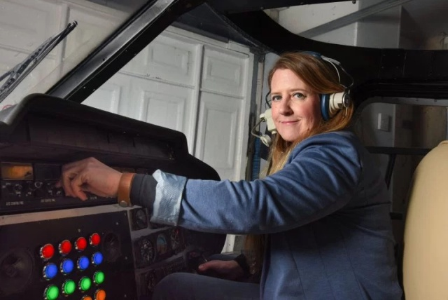 Woman Converts Helicopter Into Home Cinema (8 pics)