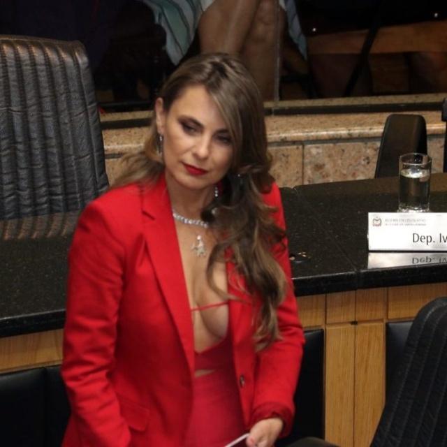 Busty Brazilian Federal Senator Ana Paula Da Silva Being Sworn In 3 Pics-4874