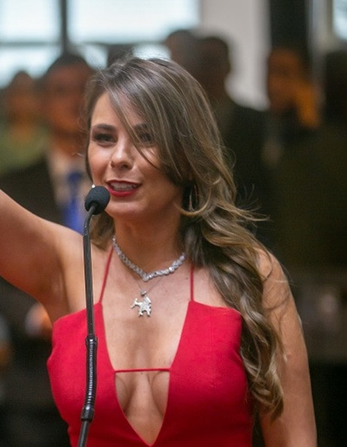 Busty Brazilian Federal Senator Ana Paula Da Silva Being Sworn In (3 pics)