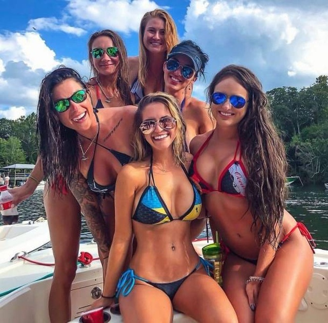 Several Girls Are Better Than One (25 pics)