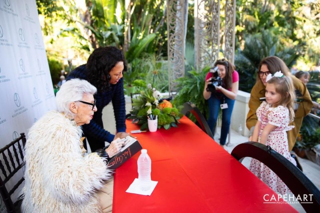 Iris Apfel Is 97-year-old New Yorker Style Icon (15 pics)