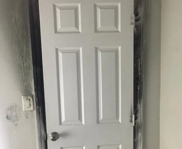 Why You Should Always Sleep With The Bedroom Door Closed (2 pics)