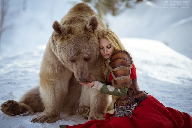 Girl And A Bear (11 pics)