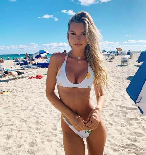 Girls In Bikini (31 pics)