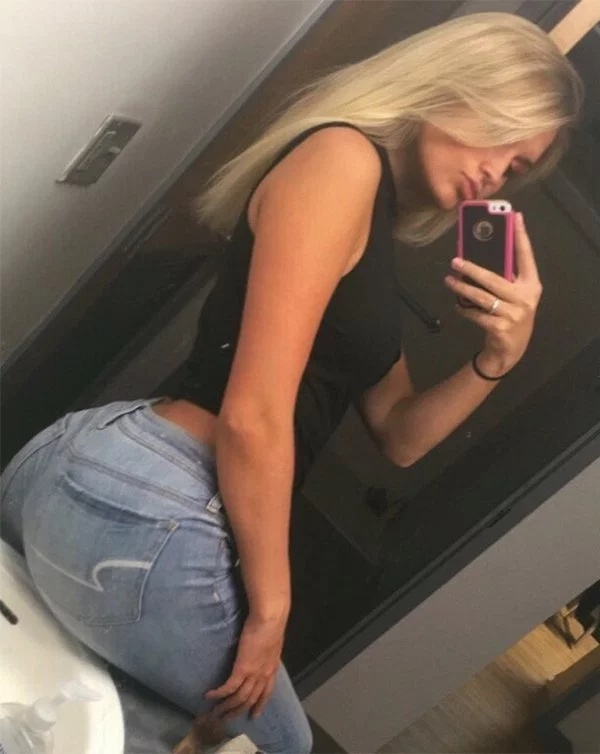 Hot Girls In Tight Jeans (41 pics)