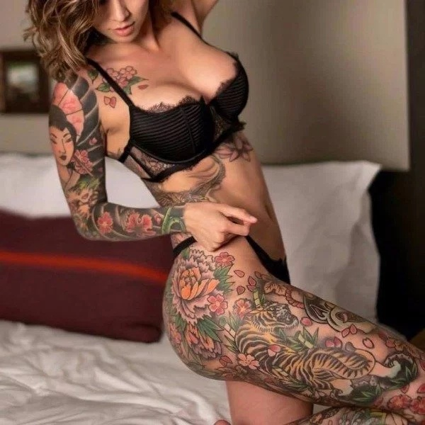 Girls With Tattoos (30 pics)