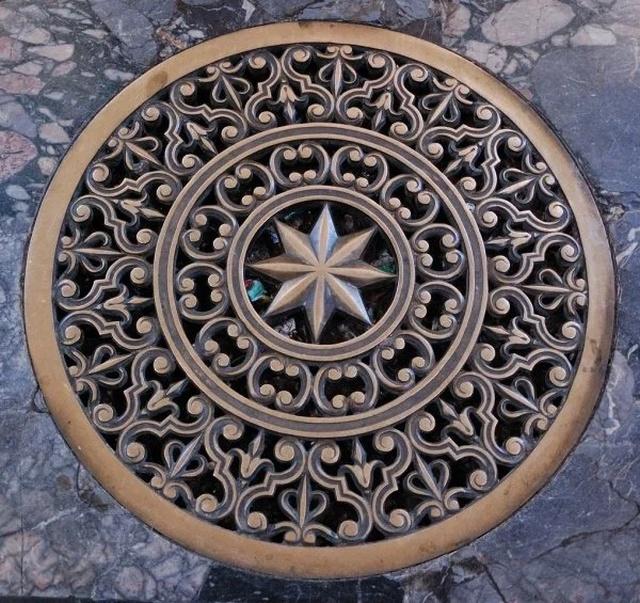 Manhole Art (27 pics)